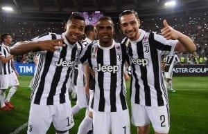 Juventus nobbar bud på Douglas Costa