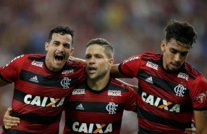 Manchester United och PSG gör upp om Lucas Paqueta