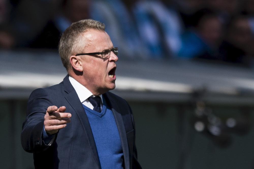 """Av alla saker som Janne Andersson blivit förbannad på genom åren är detta exemplet kanske det roligaste. Under en match mot Malmö FF var han rasande över att fjärdedomaren var för långsam vid sin hantering av ljustavlan. """"Det kan inte vara rimligt att vi ska spela med en man mindre för att fjärdedomaren inte är färdig med sin skylt, det är obegripligt"""",berättade Janne argt på presskonferensen efter matchen när han skulle förklara sin ilska."""