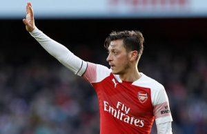 Mesut Özil kommer inte lämna Arsenal i vinter