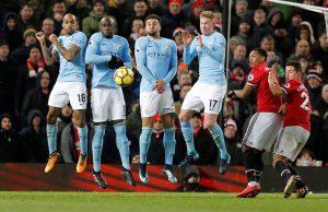 Officiellt: Manchester City förlänger med Mangala