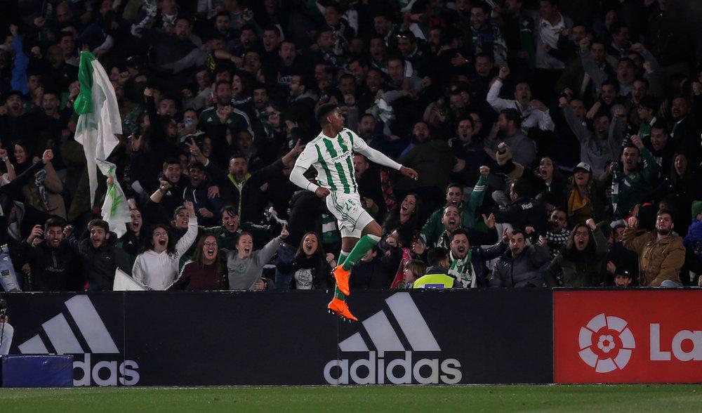 Junior Firpo nära flytt till Barcelona