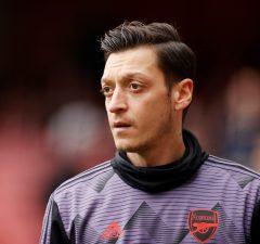 Uppgifter: Mesut Özil kan stanna i Arsenal